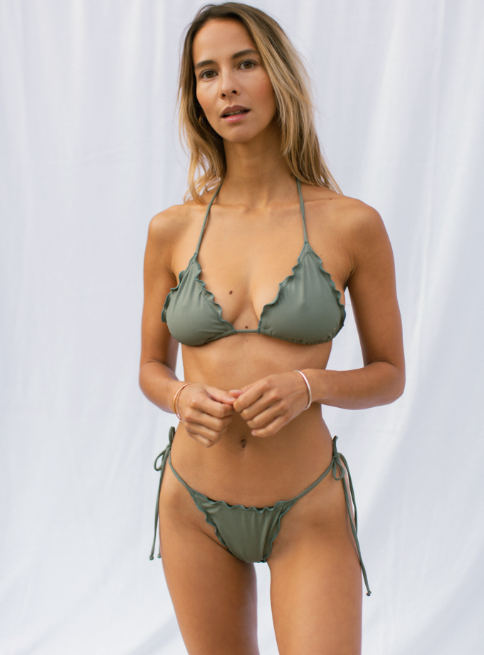 Melting bra - sage green - woman at the beach